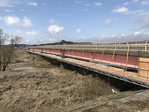 QuikDeck先行床施工式フロア型システム吊足場